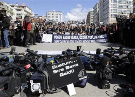 «Εξπρές του Μεσονυχτίου» για τους δημοσιογράφους στην Τουρκία