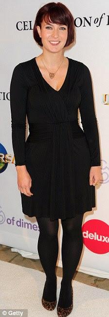 Belo par: Juno escritora Diablo Cody mostrou suas curvas invejáveis e newlywed Molly Sims adicionou uma pitada extra de glamour