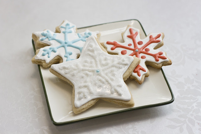snowflakes-on-plate