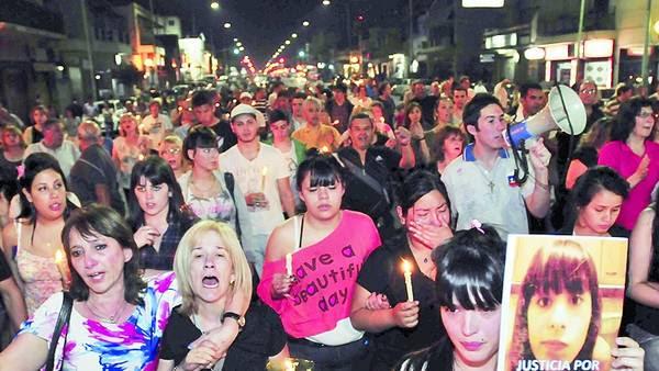 Lugano. Una de las marchas por el crimen de Melina López./ MARIO QUINTEROS