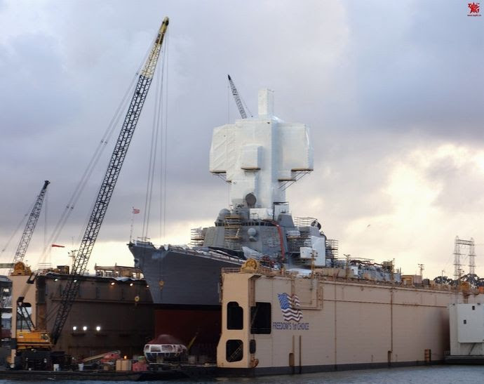 米海軍イージス艦のマストに何か秘密でもあるのかな 軍事