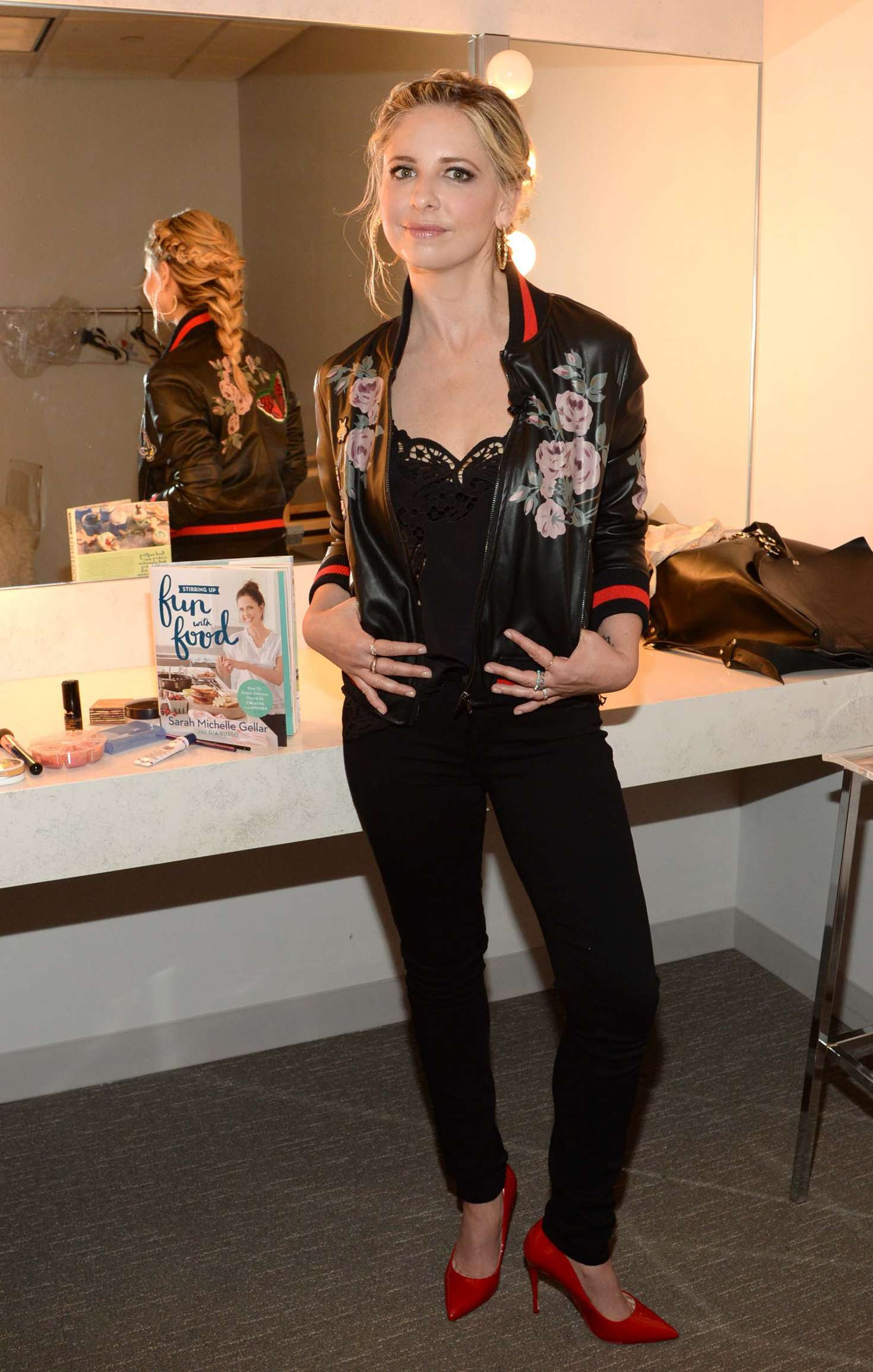 Sarah Michelle Gellar – Backstage at HARRY getting ready for an interview in NY