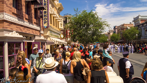 Disneyland Resort, Disneyland, Main Street U.S.A., Mickey, Mouse, Marching, Band, Crowd, Bottleneck, Bottle, Neck