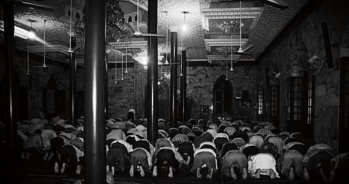 Ramzan Time Moghul Masjid Iranian Mosque by firoze shakir photographerno1