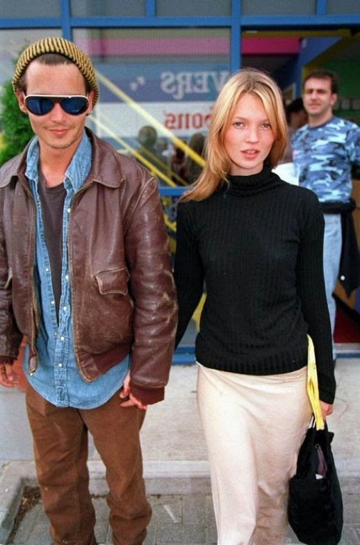 LE FASHION BLOG JOHNNY DEPP KATE MOSS JOHNNY AND KATE INSPIRATION TURTLENECK SWEATER CREAM WHITE PANTS BAG 90S MINIMAL 22