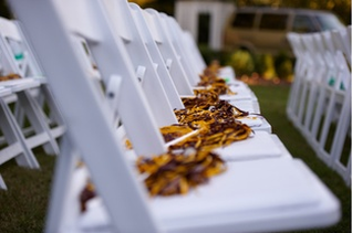 make or buy spirit poms for your guests to cheer on the bride and groom at the end of the game #PreppyPlanner