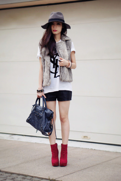 Dolce-vita-boots-balenciaga-bag-faux-leather-urban-outfitters-shorts_400