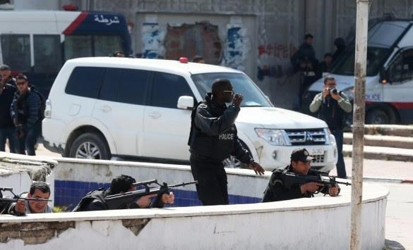 Μακελειό στην Τυνησία! Οκτώ νεκροί από πυρά στο κοινοβούλιο - 10 τουρίστες όμηροι σε μουσείο