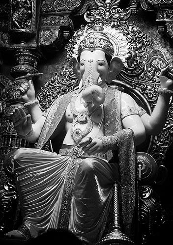 Lalbagh Chya Raja ..100% Mumbaikar by firoze shakir photographerno1