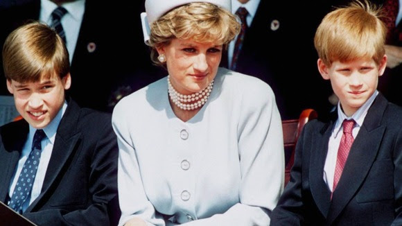 Prince William, Princess Diana and Prince Harry pictured together in 1995.