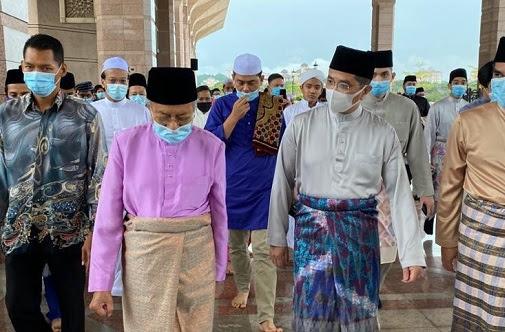 Azmin kejar Tun M nak masuk parti politik baharu?