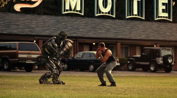 Hugh Jackman teaches Atom how to box in REAL STEEL.