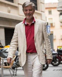 El alcalde de Zaragoza, Pedro Santisteve, de ZeC, realiza un balance positivo de los primeros quince meses de la legislatura.