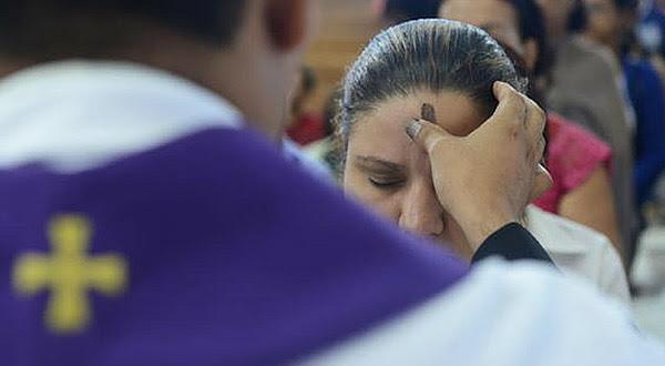 Descubra o significado e a importância das práticas do jejum, da esmola e da oração no tempo quaresmal.