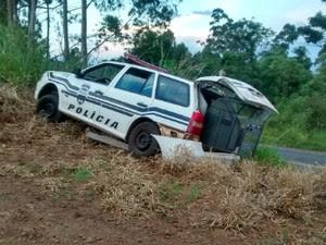 Presos capotaram carro da Polícia Civil durante a fuga da cadeia de Congonhinhas (Foto: Divulgação/Polícia Civil)