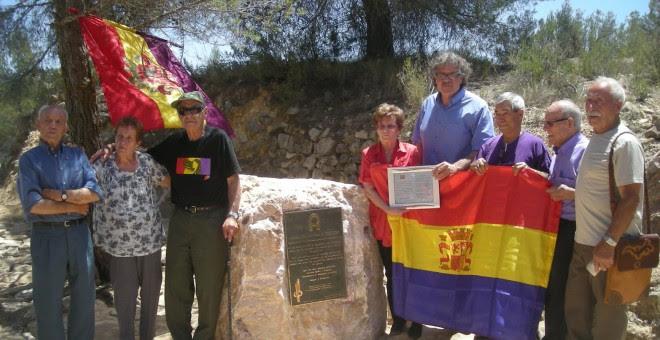 Quico, tercero por la derecha, junto a Joan Tardá en la Asamblea de AGE.