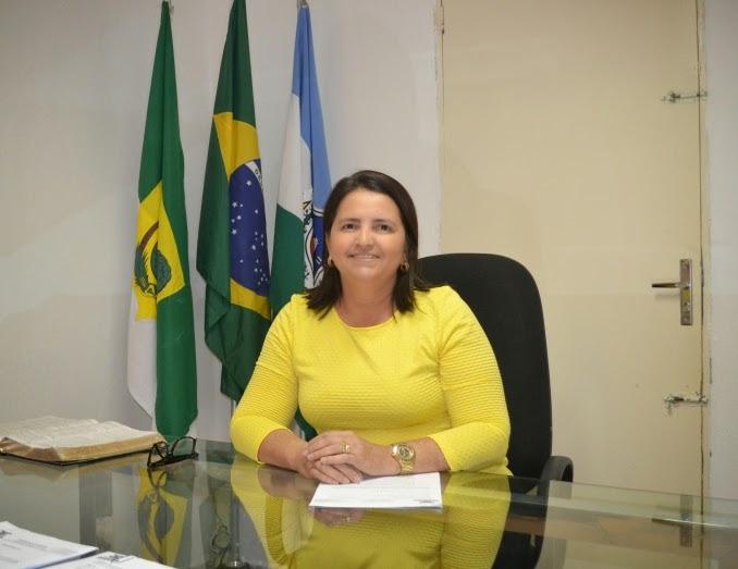 Prefeita-Luciana-Oliveira