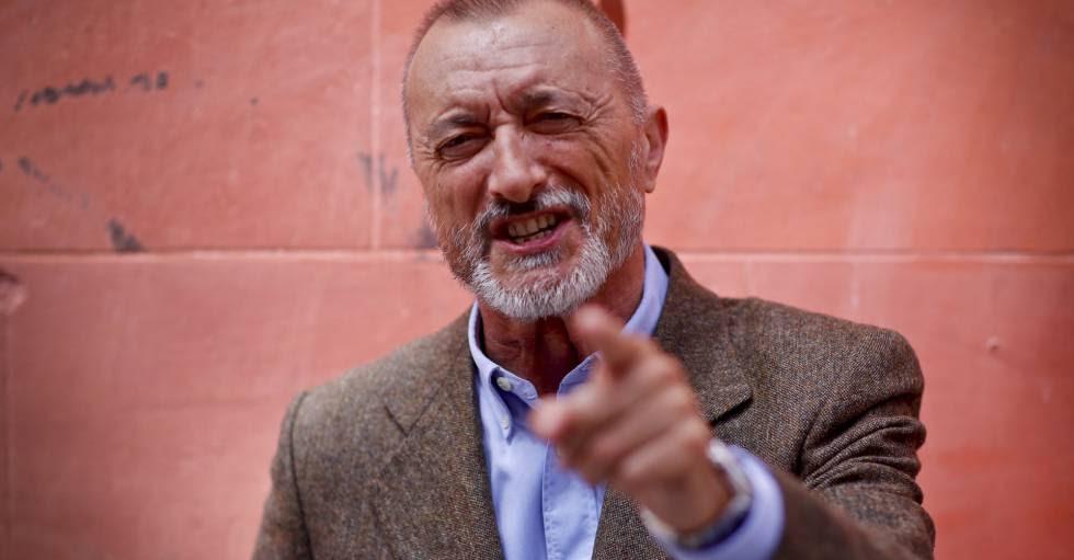 El escritor Arturo Pérez-Reverte, hoy en Madrid antes de la presentación de la edición especial de 'El Capitán Alatriste'.