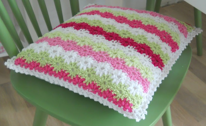Crochet.  blanket and pillows (5) (700x428, 75Kb)
