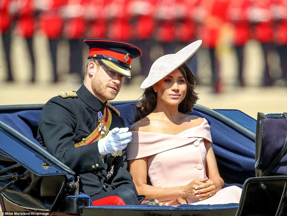 Recém-colhidas de seu casamento há três semanas, Meghan e o príncipe Harry vão homenagear a rainha hoje na espetacular cerimônia de Trooping The Colour.