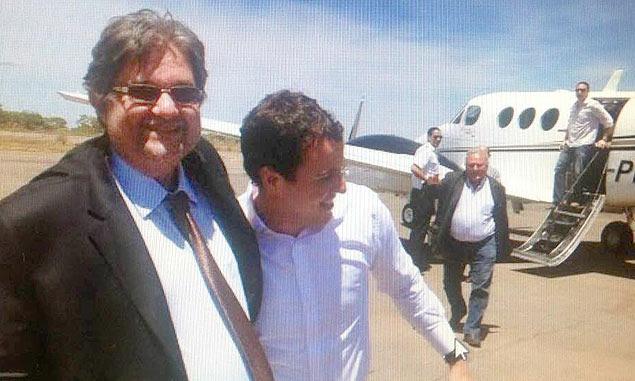 Deputado federal Gabriel Guimarães (PT-MG), no centro (de branco), e seu pai, o ex-deputado Virgílio Guimarães