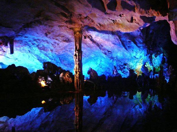 Resultado de imagen para Las Cuevas Flauta de Caña, China