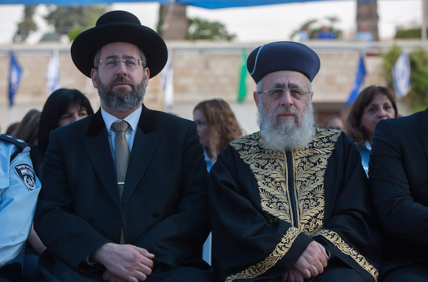 Sephardi Chief Rabbi Yitzhak Yosef, right, and Ashkenazi Chief Rabbi David Lau attending a New Year's ceremony at the national headquarters of the Israel Police in Jerusalem, Sept. 7, 2015. (Yonatan Sindel/Flash90)