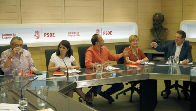 Los miembros de la Ejecutiva Manuel Escudero, Adriana Lastra, Alfonso...