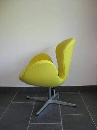 Schwansessel mit Stoff Fame gelb, design by Arne Jacobsen