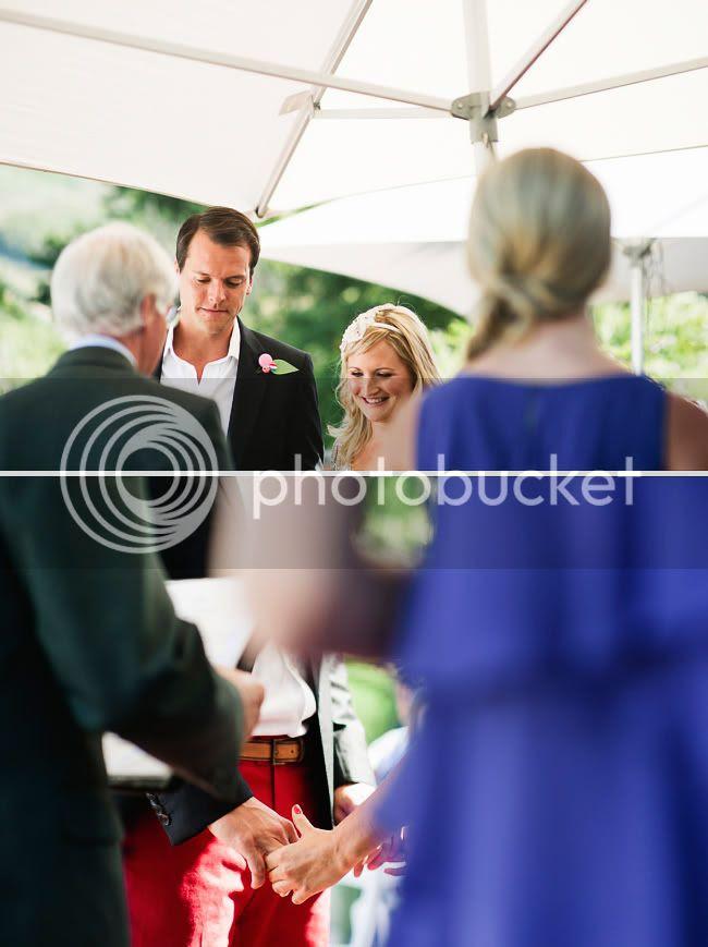 http://i892.photobucket.com/albums/ac125/lovemademedoit/welovepictures/CapeTown_Constantia_Wedding_12.jpg?t=1334051088