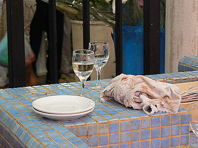 vin blanc sur le banc .jpg