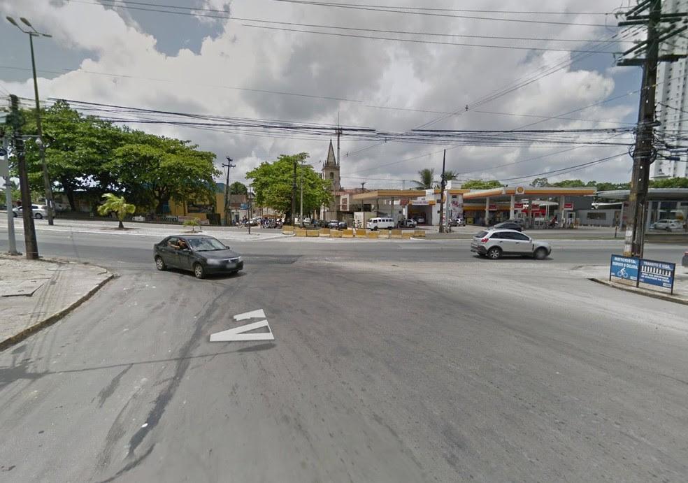 Passageiro reage, mata suspeito e fere outro no Recife (Foto: Reprodução/Google Street View)