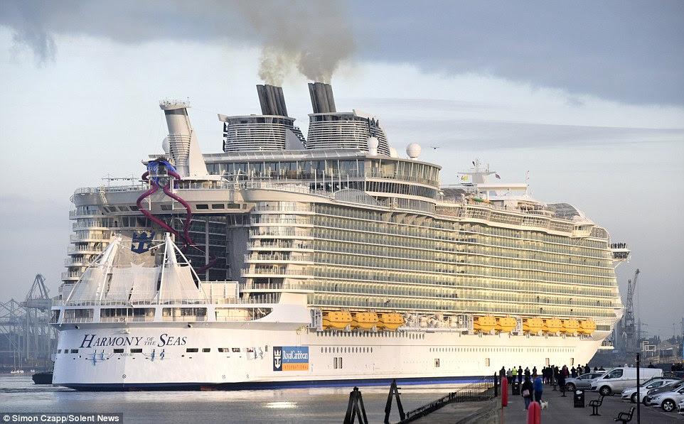 Felixstowe Dockers The 1billion Boat Arrives In Britain