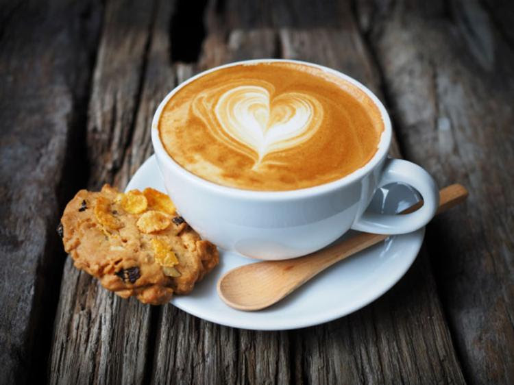 O estudo identificou a relação entre abolir o café da manhã e aumento no IMC - Foto: Divulgação | Freepik