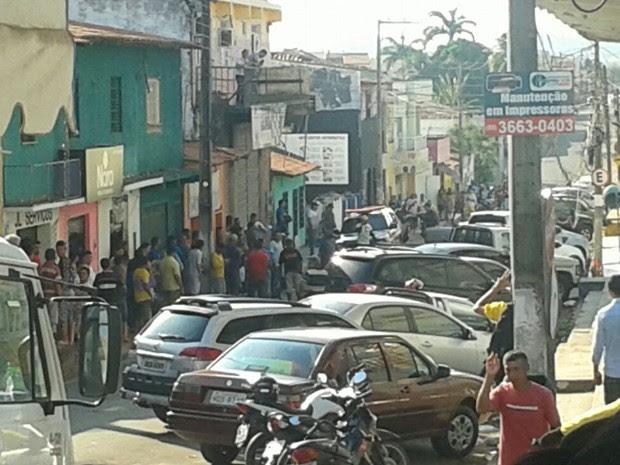 Polícia tentou isolar quarteirão para prender suspeitos