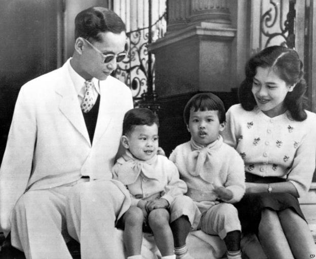 Hoàng gia Thái tại thêm Cung điện Chitralda ở Bangkok năm 1955