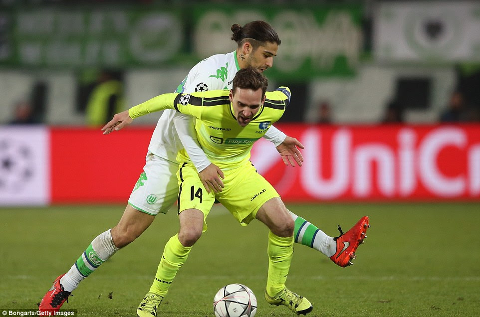 Gent midfielderSven Kums holds off pressure from Wolfsburg'sRicardo Rodriguez on Tuesday night as his side suffer a 1-0 defeat