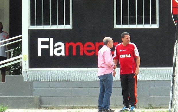 Bandeira e Vanderlei Luxemburgo Flamengo (Foto: Thales Soares)