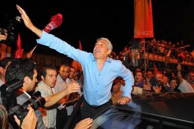 No comício do PS, José Sócrates acusou Passos Coelho de andar a dizer mal do PEC que também aprovou. Foto Nuno Ferreira/Lusa