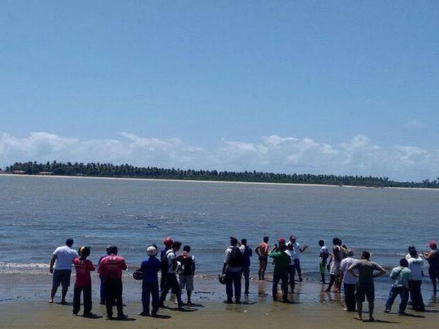 Resgate chamou atenção de quem passava pelo local (Foto: Priscila Bitencourt/TV Sergipe)
