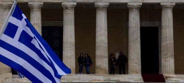 Αμερικανός οικονομολόγος: Πώς πεθαίνει μια χώρα σαν την Ελλάδα από το χρέος