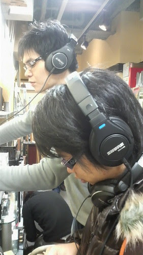 trying out Shure headphone at Ochanomizu. it was great!