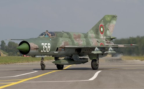 Bulgarian_Air_Force_Mikoyan-Gurevich_MiG-21bis_Lofting-2