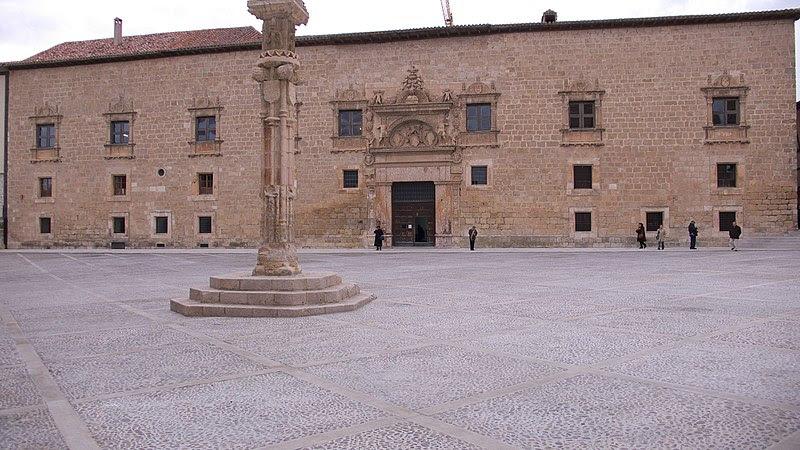 Archivo: Palacio de los Condes de Miranda.jpg