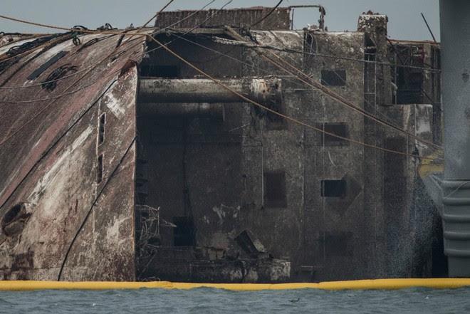 Cận cảnh phà Sewol sau 3 năm chìm sâu ở đáy biển - Ảnh 6.