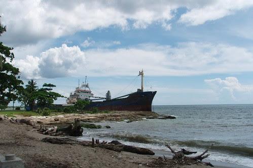 Barco en Malecon, San Pedro, DR