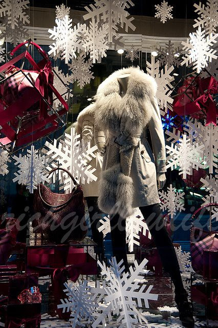 burberry xmas window 2010