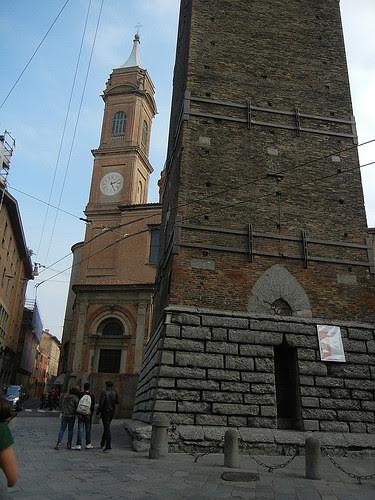 DSCN4800 _ at the base of Torre Asinelli, Bologna, October 2012