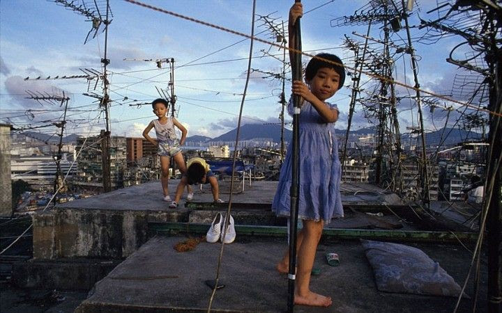 most-densely-populated-place-on-earth-kowloon-walled-city-4__880