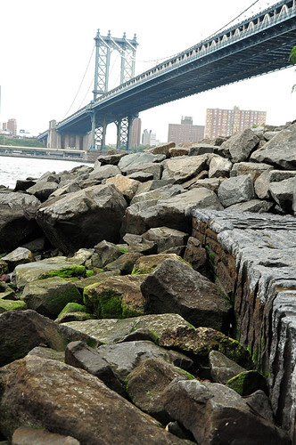 ManhattanBridgeontheROcks